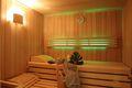 Die Ferienhaus Sauna mit LED-Beleuchtung