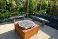 Feuerplatz mit Granitbänken zum Sitzen